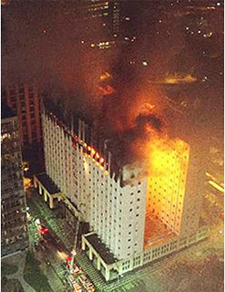O incêndio do prédio do Tribunal Regional do Trabalho (TRT), no Rio, começou no 11ºandar, à noite, sexta‑feira, 8 de fevereiro de 2002, onde funcionava o gabinete dos juízes