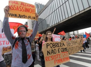 Povo defende os moradores de Pinheirinho contra os capangas de Nahas