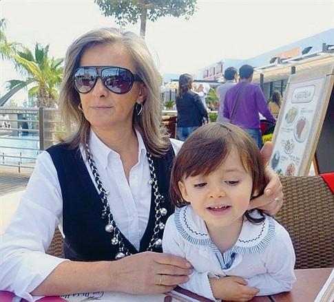 Benvinda com a neta, Mariana, num passeio de família