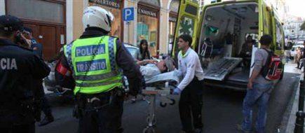 José Sena Goulão foi assistido no local pelo INEM e, posteriormente, conduzido numa ambulância ao hospital de S. José.