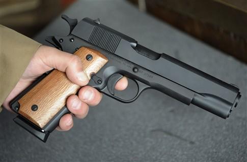Um Colt 45 foi a arma usasa nos três ataques
