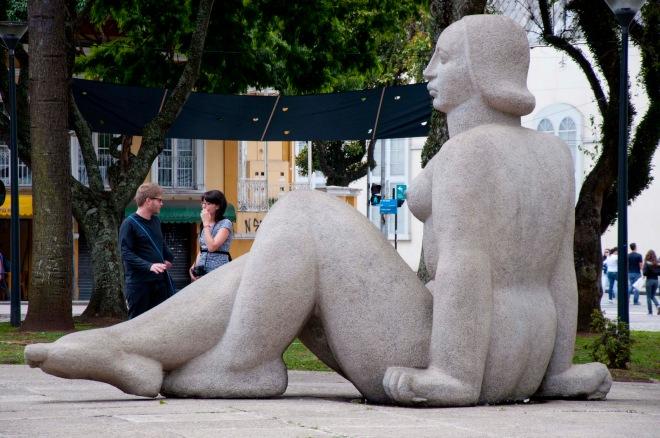 Deusa da Justiça, em Curitiba, escultura de Erbo Stenzel, fotografada por Washington Cesar Takeuchi