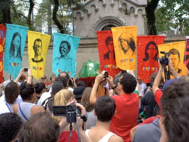 Concentração aconteceu no Cemitério da Consolação, região central de São Paulo