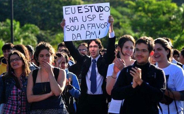 Estudante indignado brasileiro