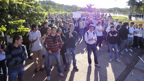 Passeata estudantil pela permanência da polícia no campus da USP