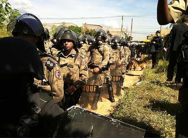 Polícia contra o povo. 400 soldados, fortemente armadas, invadem Elina Silva