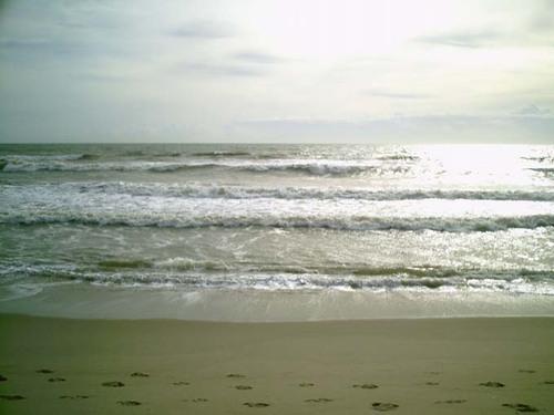 O límpido mar da Praia do Açu