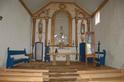 Altar mor da Igreja Nossa Senhora do Desterro -Desemboque (foto Virgínia Dolabela)