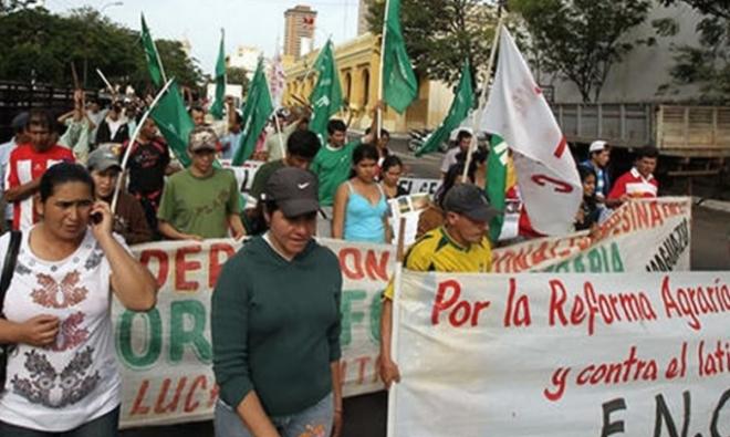 Hoje em Codehupy, Paraguai, protesto contra a matança de camponeses em Morombí