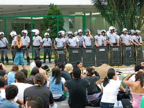 Tropas da PM hoje (15 de junho de 2012) contra a greve estudantil que dura 81 dias. A polícia de Ackmin prende estudantes na USP e Unifesf. Tudo continua como dantes no quartel de Abrantes