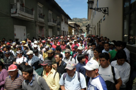 Povo nas ruas por Cajamarca