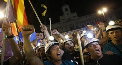 A Puerta del Sol, no centro de Madrid, recebeu, com milhares de pessoas e uma forte demonstração de solidariedade, os 300 mineiros que nos últimos 19 dias marcharam mais de 400 quilómetros em protesto contra cortes no setor.