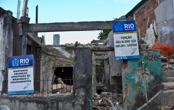 Destroços de demolição no morro da Providência. Foto de Leo Lima