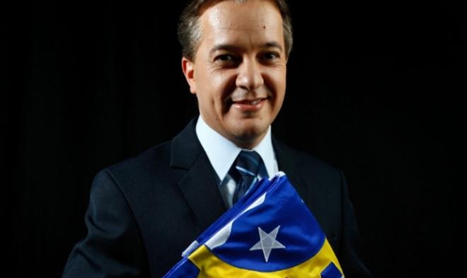 Carlinhos Almeida, do PT, o novo prefeito