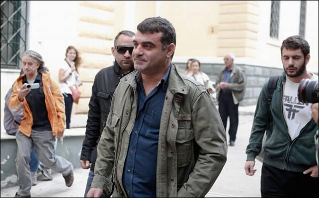 El periodista Kostas Vaxevanis a su llegada a la Fisalía de Atenas. Reuters. A prisão de Ricardo Antunes foi secreta