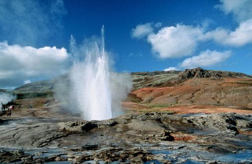 Geysir, um géiser no vale Haukadalur. É o mais antigo géiser conhecido