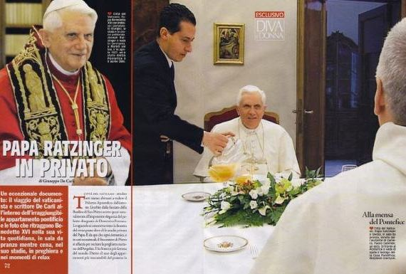 Paolo Gabriele sirve a la mesa del Papa