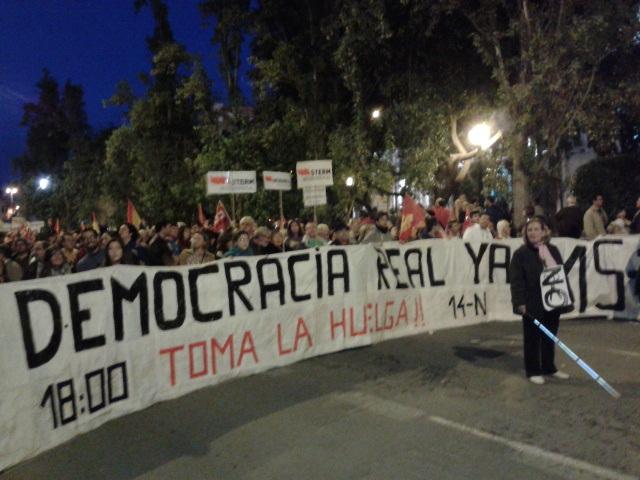 Manifestantes en Cartagena en una histórica jornada de lucha y huelga general en toda Europa el 14-N