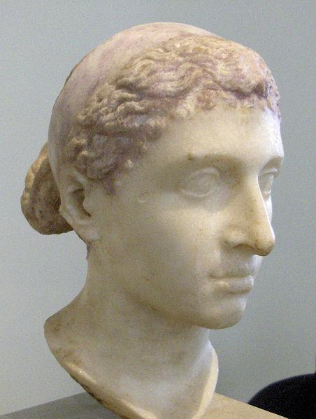 Cleopatra, a última rainha do Egito, deu pra César. Nunca mais o Egito foi independente