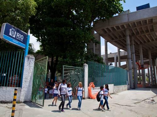 O carioca esqueceu a Escola Municipal Friedenreich. Covardia derrubar uma escola para construir um estacionamento