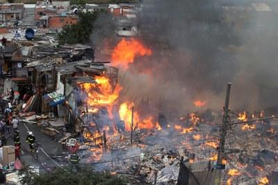 ragédia anunciada: Incêndio em favela
