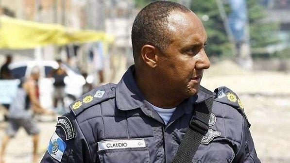 """Cláudio Luiz de Oliveira, tenente-coronel da Polícia do Rio de Janeiro, durante uma operação de """"pacificação"""" no conjunto de favelas de Manguinhos (Pablo Jacob /Agência O Globo)"""