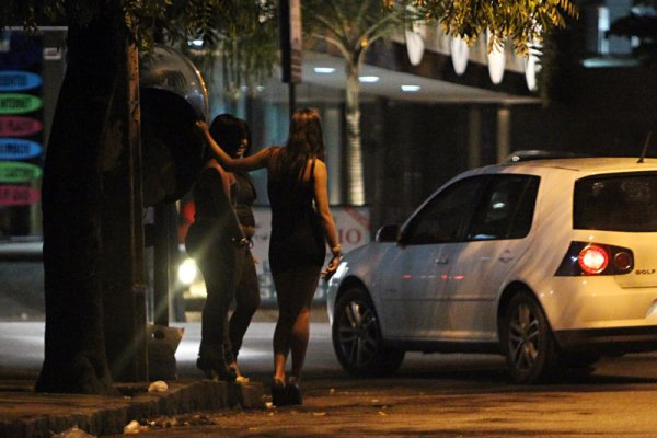 Garotas de programa adolescente que fazem ponto na Avenida Conselheiro Aguiar, praia de Boa Viagem em Recife