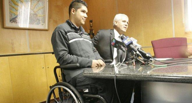 Rohayent Gómez, junto a su abogado, Arnoldo Casillas. | FRANCISCO CASTRO
