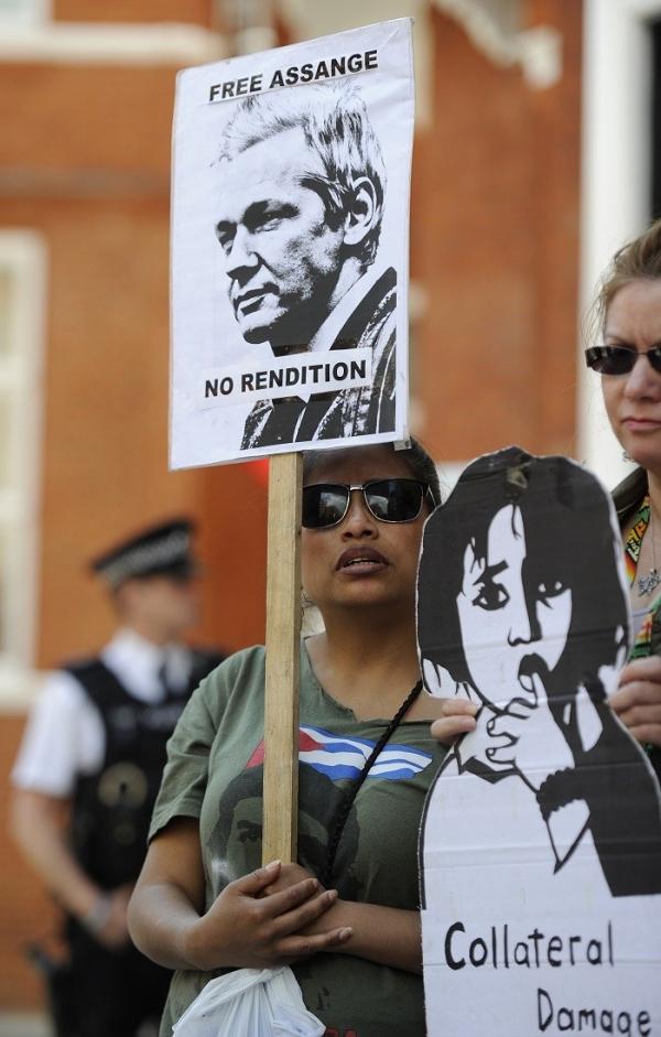 julian-assange-ecuador-embassy