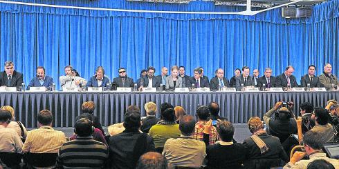 Los equipos negociadores del Gobierno y las Farc durante la instalación de la mesa de diálogos en Oslo (Noruega) el pasado 18 de octubre