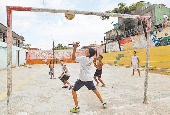 quadra-esportes-vidigal-UPP