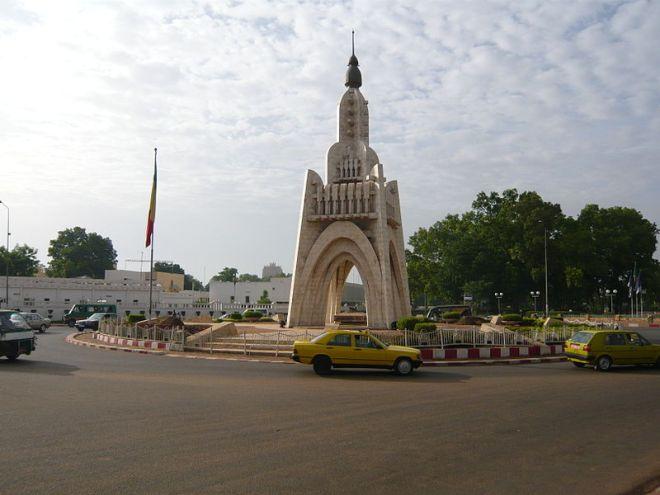 Monumento comemorativo da Independência que nunca existiu, em Damako