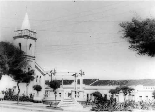 A igreja, o coreto