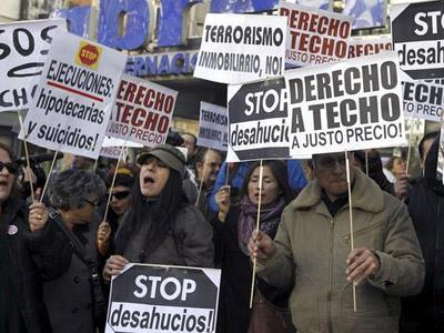 Protesta en Madrid de la PAH para pedir el fin de los desahucios - EFE