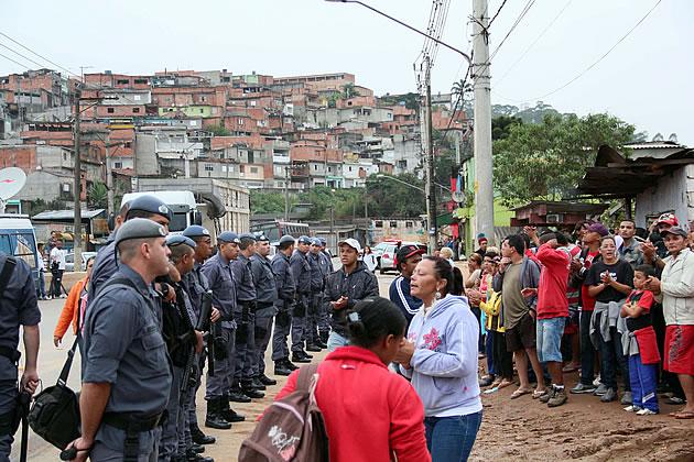 """Uma polícia que não escuta o povo. O famoso """"cumpro ordens"""""""