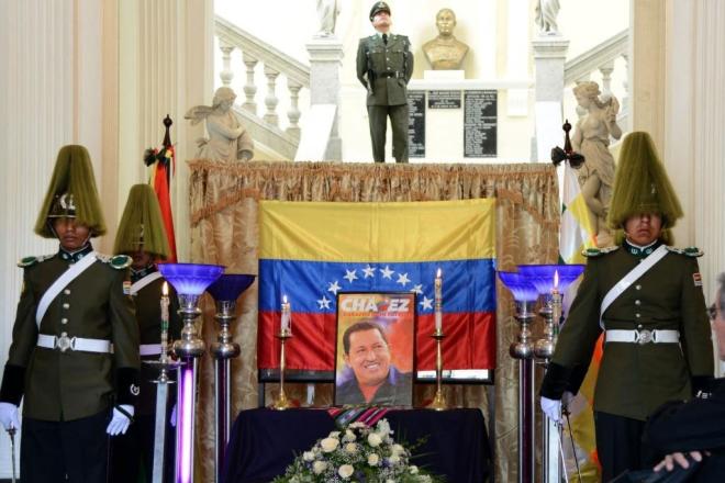 El Parlamento boliviano acoge un pequeó altar en homenaje del difunto