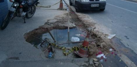 Compesa deixa buraco profundo após serviço mal feito no Cabo Jairo Lima