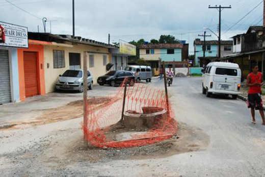 Compesa diz que avenida de São Lourenço ainda tem buracos porque população não sabe esperar reconstrução Jamildo Melo