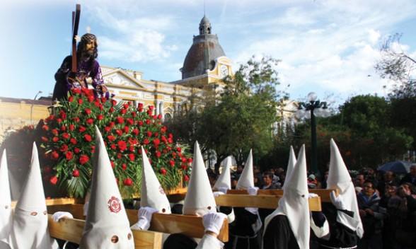 SS Viernes santo unió a cientos de feligreses - Freddy Grover Choque La Prensa