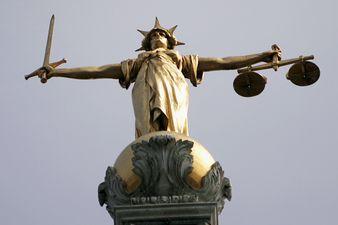 deusa justiça estátua