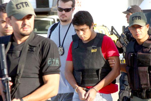O assassino confesso de Décio Sá, Jhonatan Silva, foi levado para a sede da Superintendência Regional Polícia Federal, onde vai aguardar para prestar depoimento à Justiça