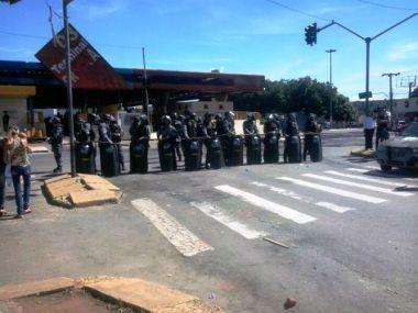 Polícia do governador Marconi Perillo contra estuantes e professores