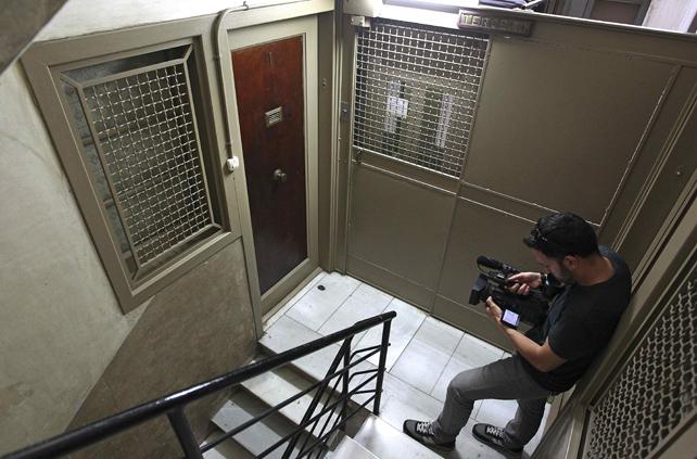 LA COMITIVA JUDICIAL ENCUENTRA EL CADÁVER DE UN HOMBRE QUE IBA A SER DESAHUCIADO EN BARCELONA