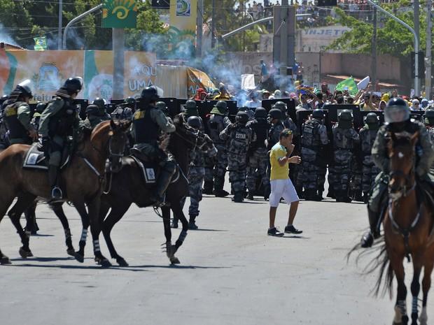 Ciro Gomes joga os cavalos dele contra o povo . Foto Vanderlei Almeida:AFP