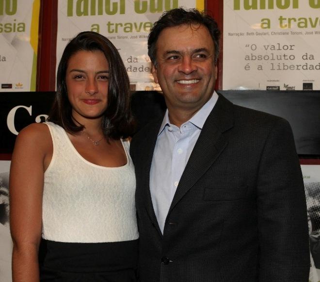 Gabriela e Aécio Neves: filha do senador mineiro, que está vivendo em Paris, mora sozinha
