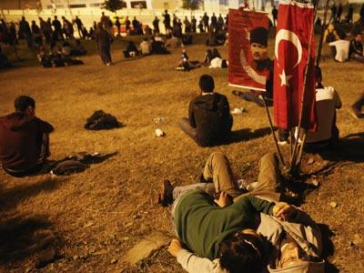 Manifestantes en la Plaza Taskim de Estambul, 06 de junio de 2013- REUTERS