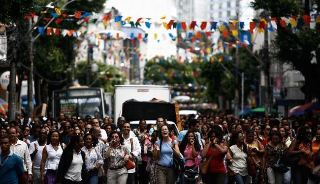 Após assembleia, professores realizaram caminhada até a Prefeitura Municipal