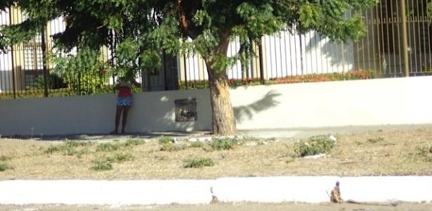 Prostituta faz ponto próxima à Arena Castelão