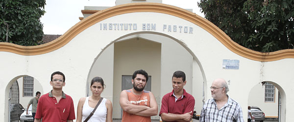Vigília por Cris na porta do presídio