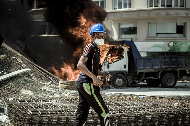 Gases lacrimógenos. Disturbios en las calles de Estambul, 2013. / GUILLAUME DARRIBAU